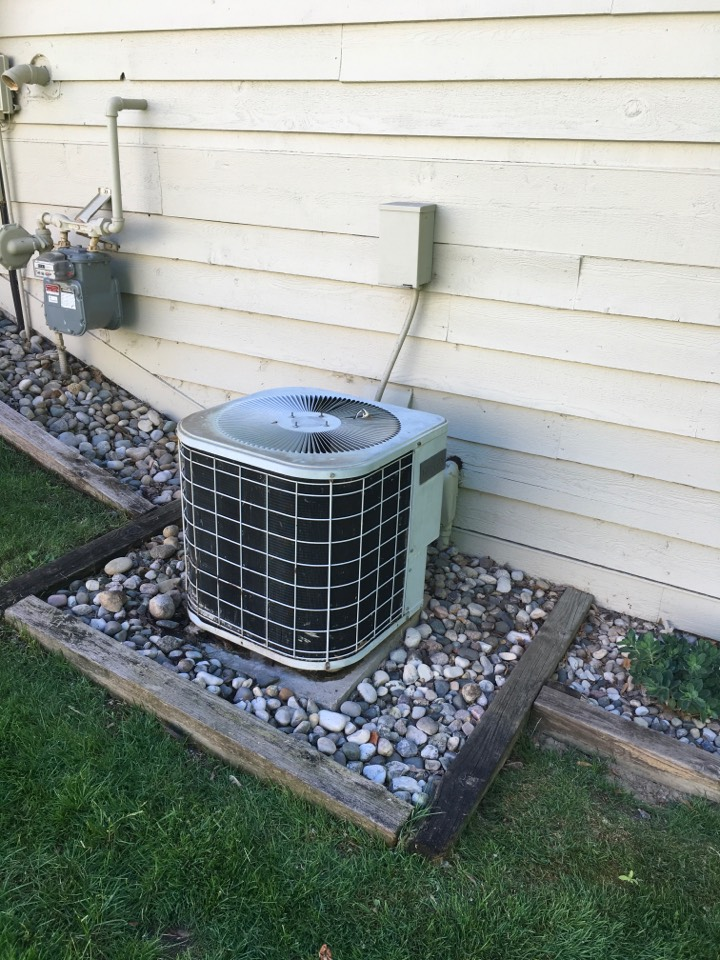 Rockford, MI - New Lennox central air conditioning scheduled for installation.