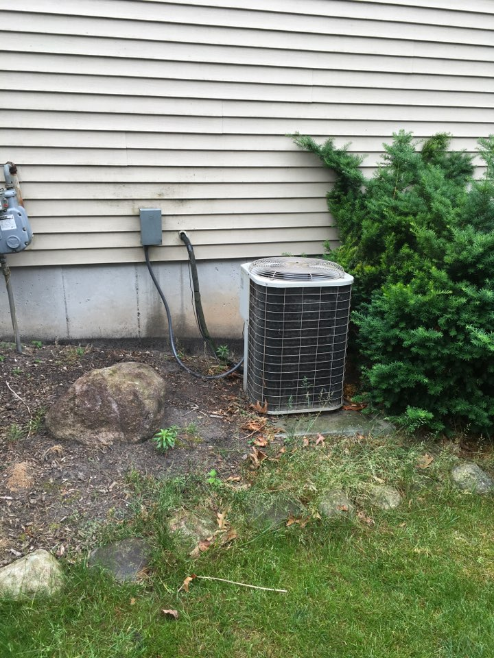 Grand Rapids, MI - Air conditioning not coming on.  Ac repaired and new Lennox air conditioning scheduled for installation.