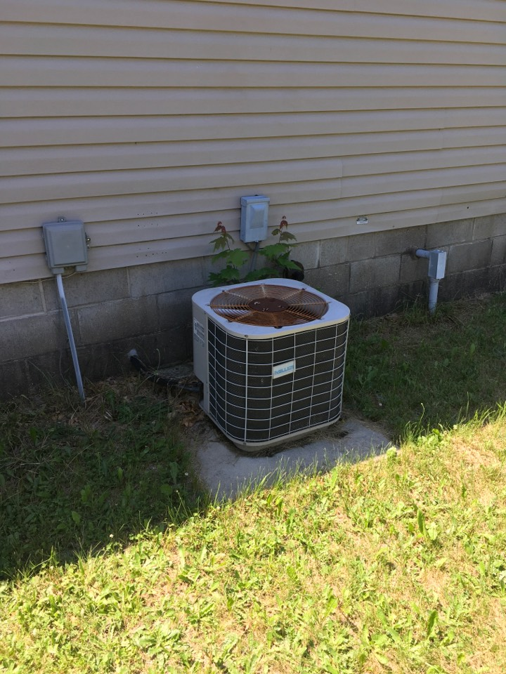 Howard City, MI - Air conditioning check up.