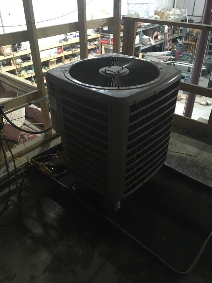 Byron Center, MI - Heat pump condenser not running.