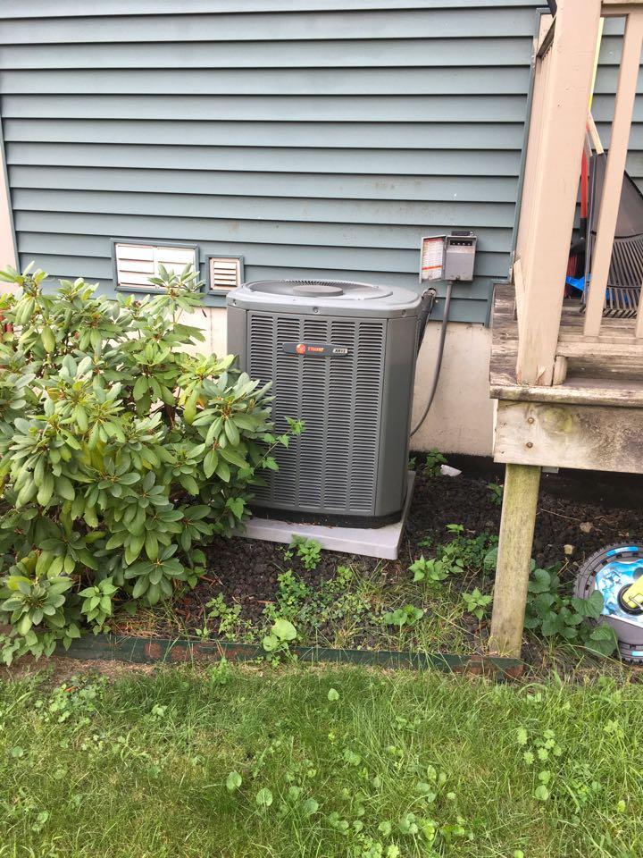 Grand Rapids, MI - Air conditioner fan not spinning. Trane