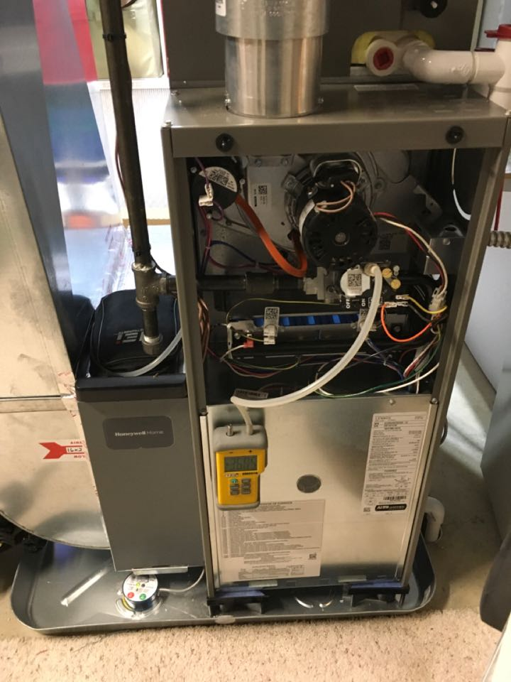 Rockford, MI - Annual furnace and humidifier maintenance check up.