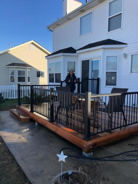 O'Fallon, MO - Thumbs up!  Beautiful western red cedar deck with black aluminum handrails.  We love thumbs up!