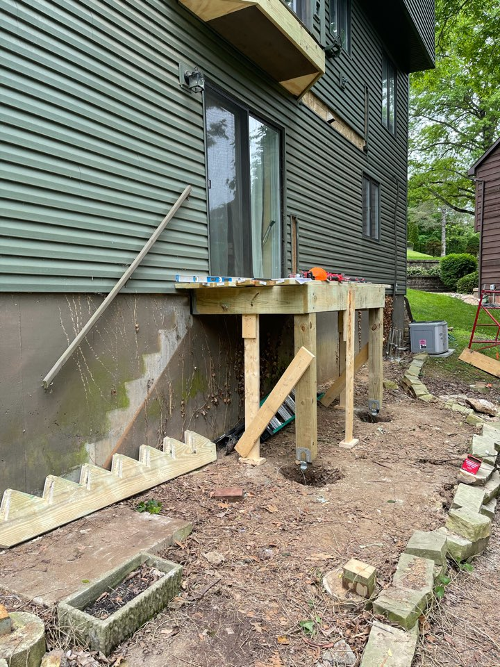 St. Louis, MO - Small deck almost wrapped up. Upper deck to start soon! Wonderful project in the Oakville area.
