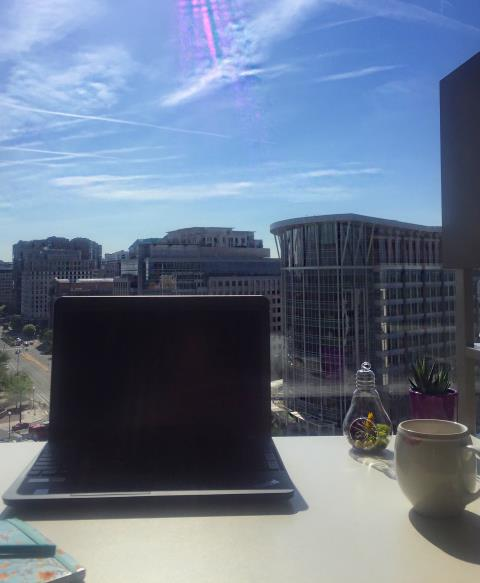 #GoodMorning #Arlington ! Talk about a view! ☀️#beautiful #dmv #monday #dc #Ballston #metroffices #thedistrict #workflow #workspace #workworkwork Who wouldn't want a office space here? Long and short term leases at our Ballston Office , just minutes away from the District! #HowWillYouWork