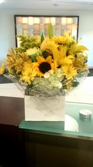 Arlington, VA - Happy Monday from your Arlington, VA team! April showers have finally brought us May flowers. Can you imagine this sunny arrangement brightening up your private office or coworking space?