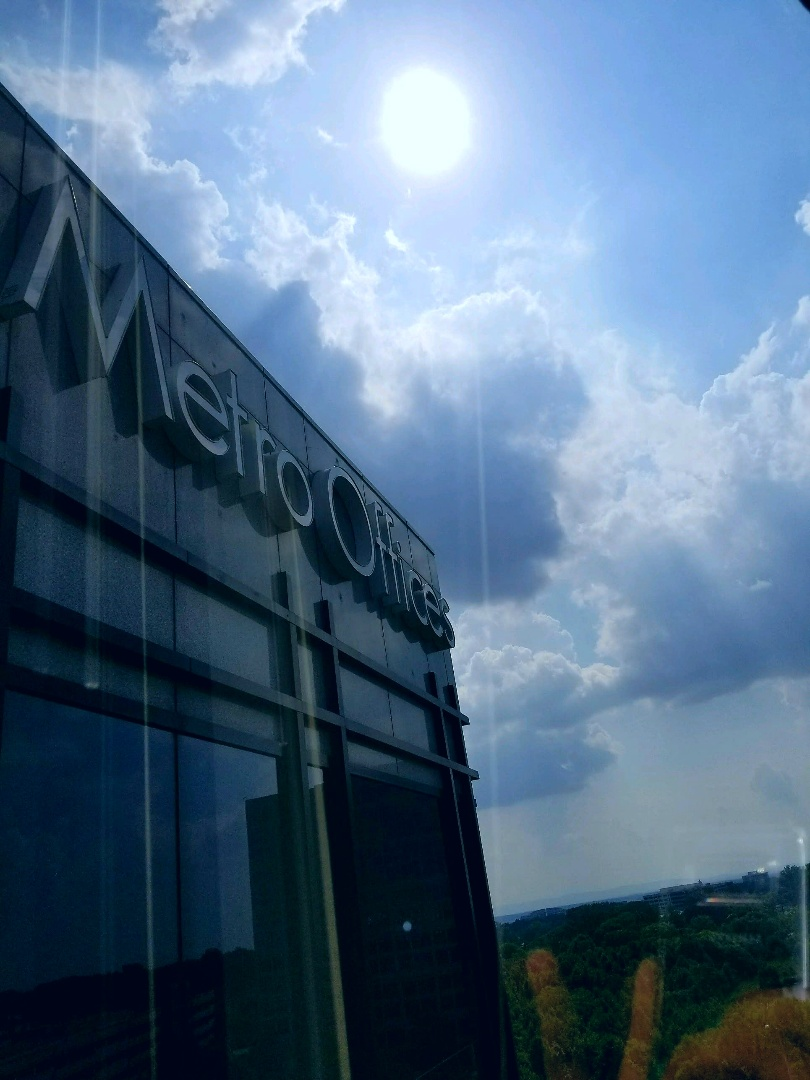 Come join us for some sunshine at our Herndon /Dulles Corridor Center! Our Workspace Solutions are sure to make you shine!