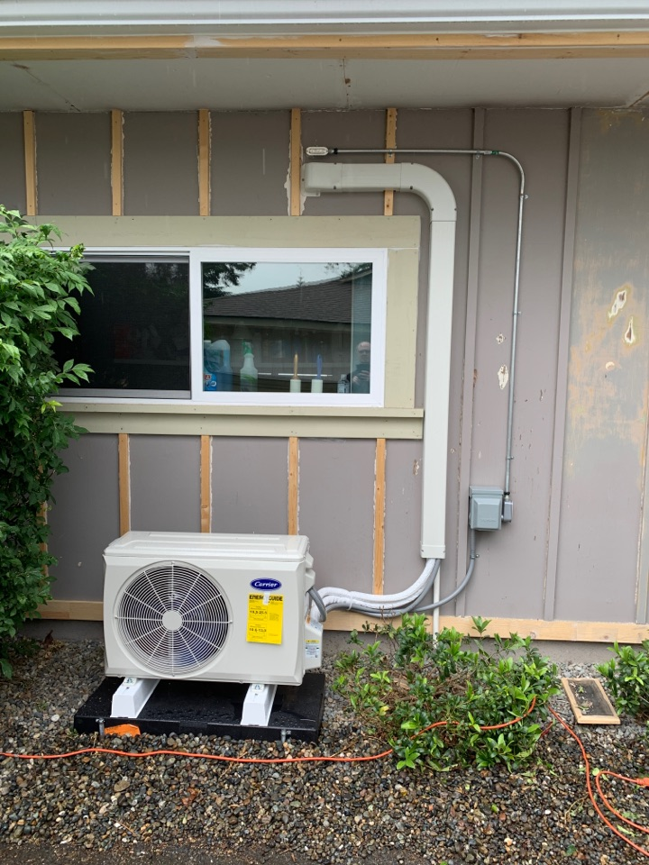 Edgewood, WA - High efficient Carrier ductless heat pump installation in Edgewood WA for master bedroom