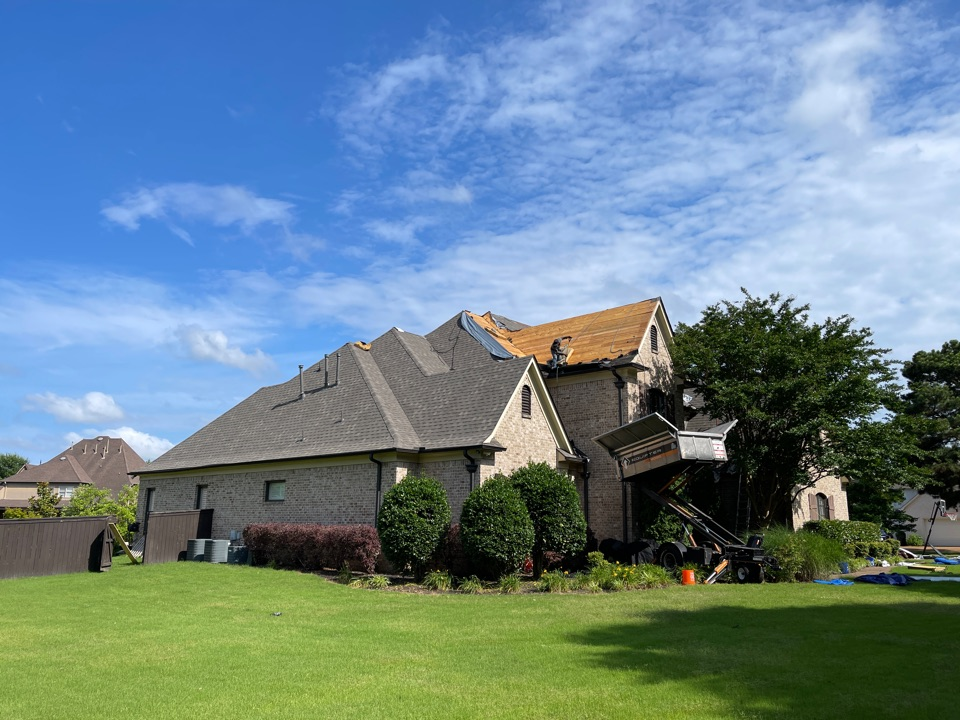 Collierville, TN - New Atlas Pinnacle Pristine architectural roof being installed by All Well Roofing in Collierville