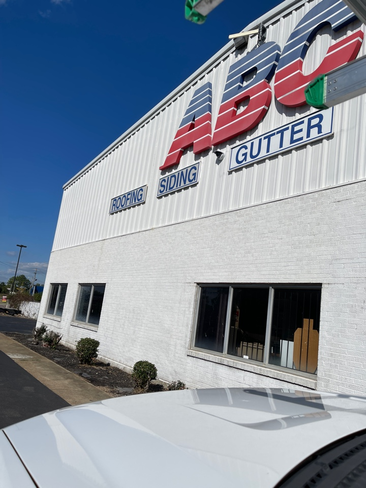 Memphis, TN - Picking up Atlas Pinnacle architectural shingle from our trusty roof material distributor ABC Supply on Airways