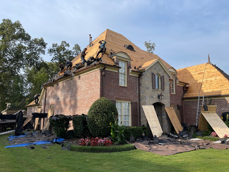 Collierville, TN - Today we are installing a fully warranty need atlas pinnacle Pristine architectural shingle roof.