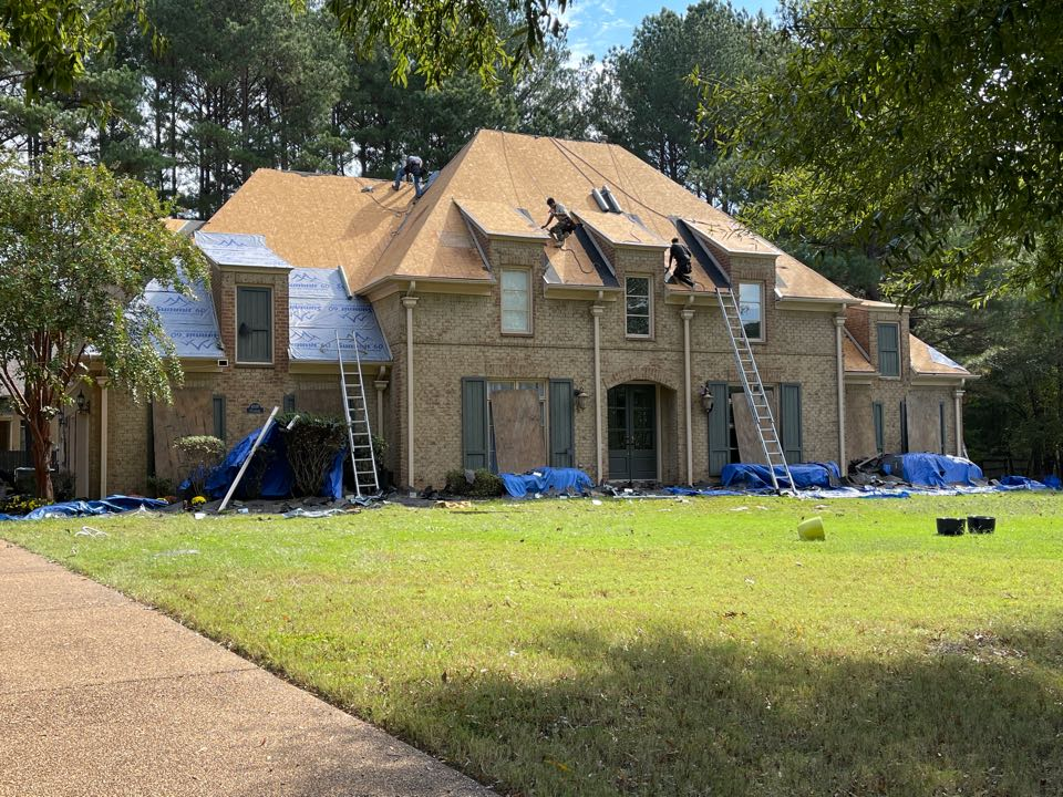 Collierville, TN - We are building a new atlas pinnacle pristine architectural shingle roof. All of our roof installs include the best warranties on the market.