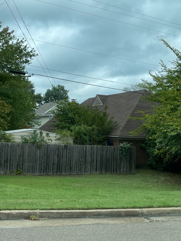 Memphis, TN - We are inspecting, measuring and providing a quote for a customer. They want a high-quality Warren teed roof with high-grade architectural shingles.
