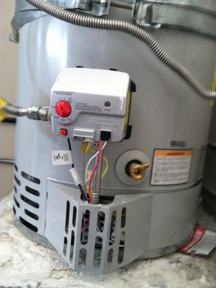 Monterey Park, CA - Bradford White water heater, installed pilot/igniter assy
