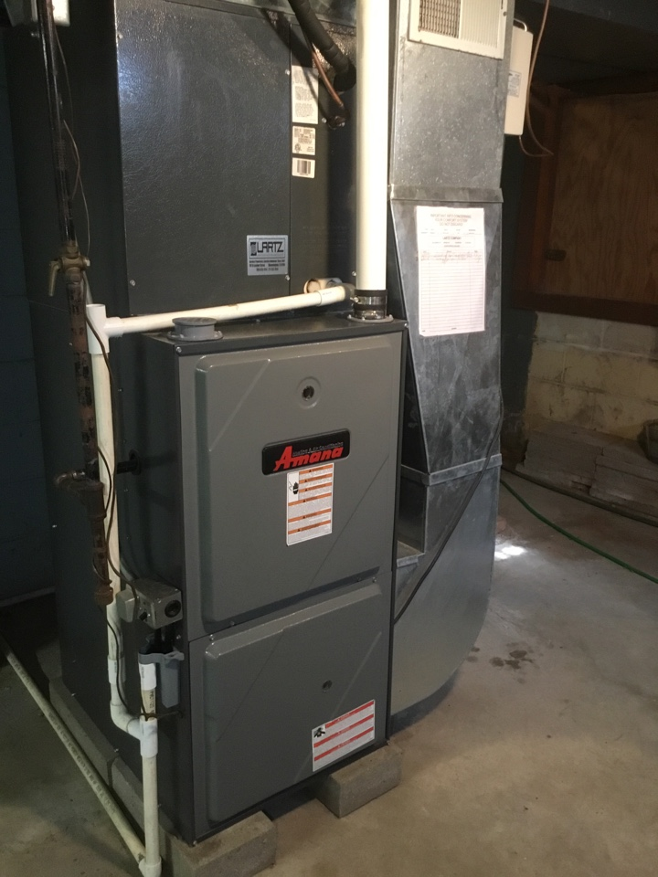 Heyworth, IL - Tuneup on this Amana furnace and startup on a General humidifier.