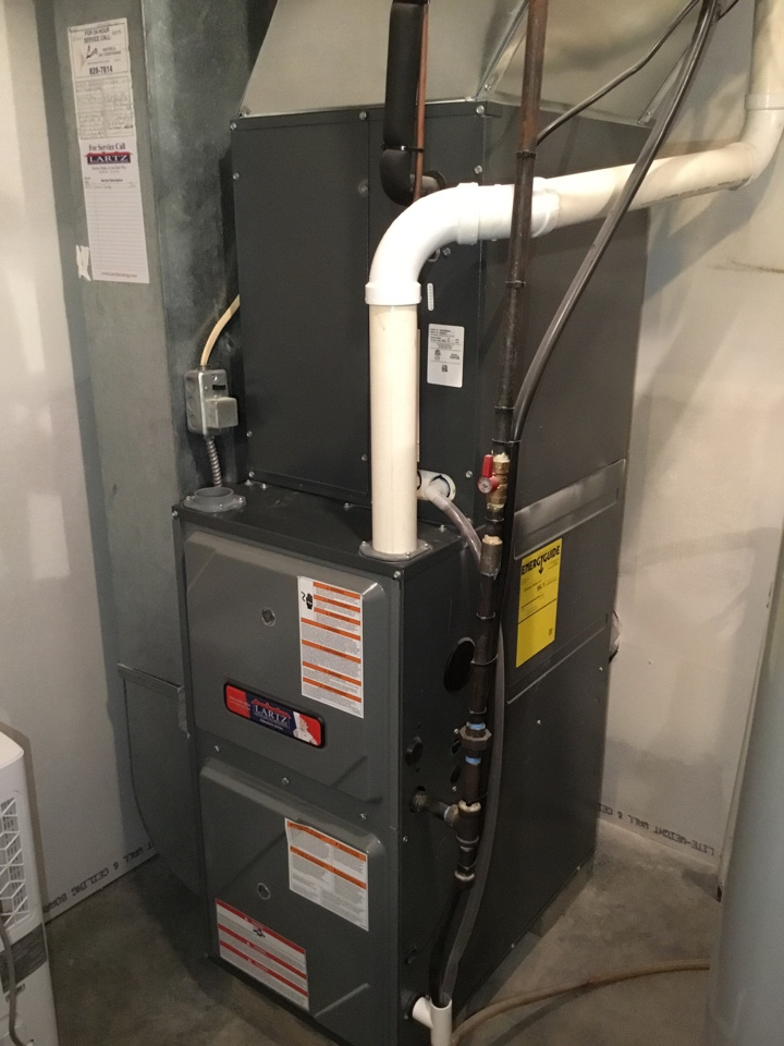 Lexington, IL - Tuneup on this Lartz Signature Series furnace to prepare for the upcoming winter months.