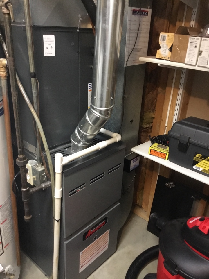 Bloomington, IL - Humidifier tuneup and gas pressure adjustment on this Amana furnace.