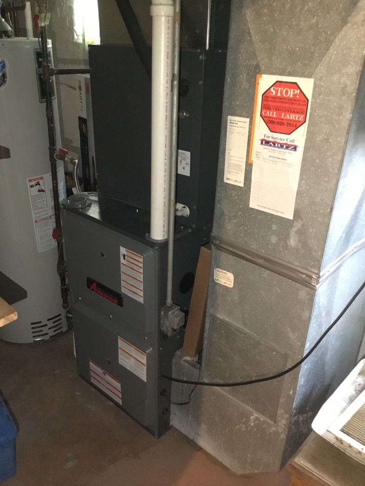 Normal, IL - Maintenance on this Amana furnace, air filter replaced and new thermostat installed.