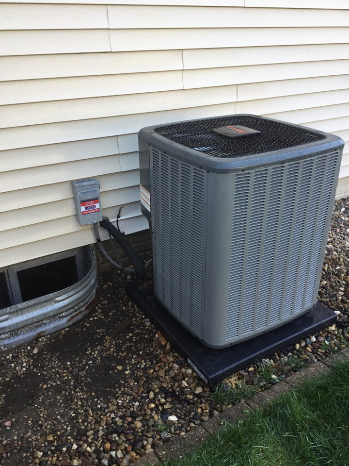 Bloomington, IL - Startup on this newly installed Amana AC before summer arrives.