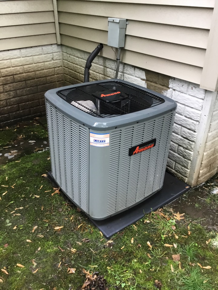 Bloomington, IL - Seasonal maintenance on this Amana AC to make sure it's ready for summer.