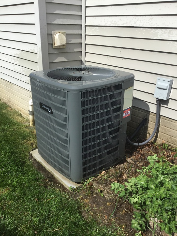 Bloomington, IL - Seasonal maintenance on this Amana Distinctions AC to make sure it's ready for summer.