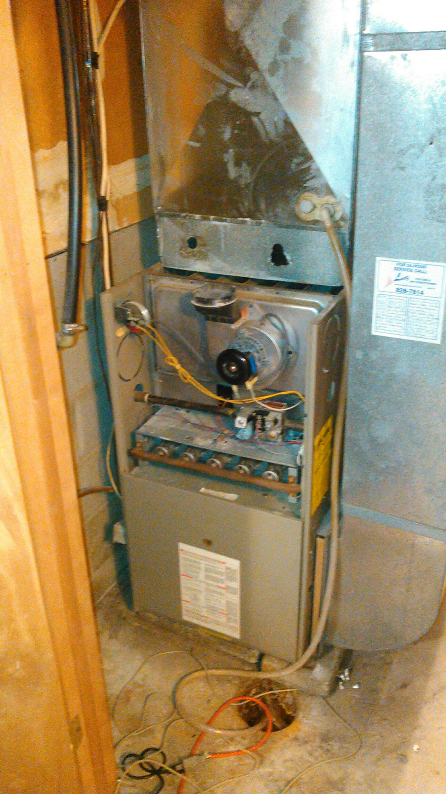 Downs, IL - INSTALLING NEW AMANA FURNACE.  BEFORE PICTURE