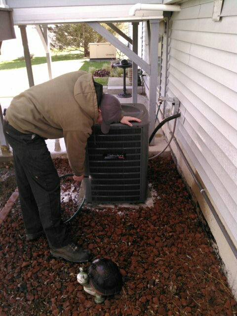 Heyworth, IL - AC TUNE UP ON AMANA AIR CONDITIONER