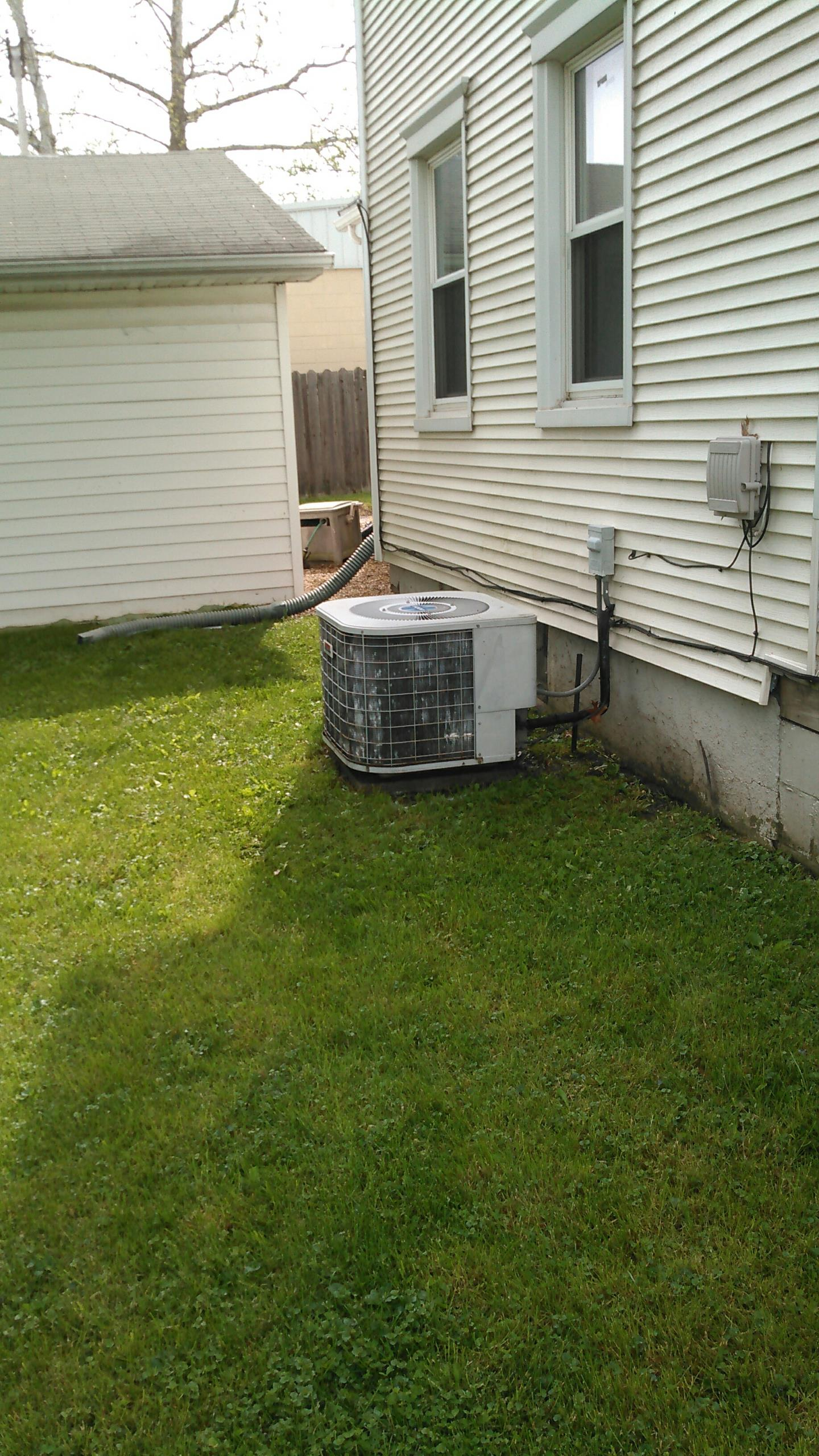 Heyworth, IL - TUNE UP ON HIEL AIR CONDITIONER