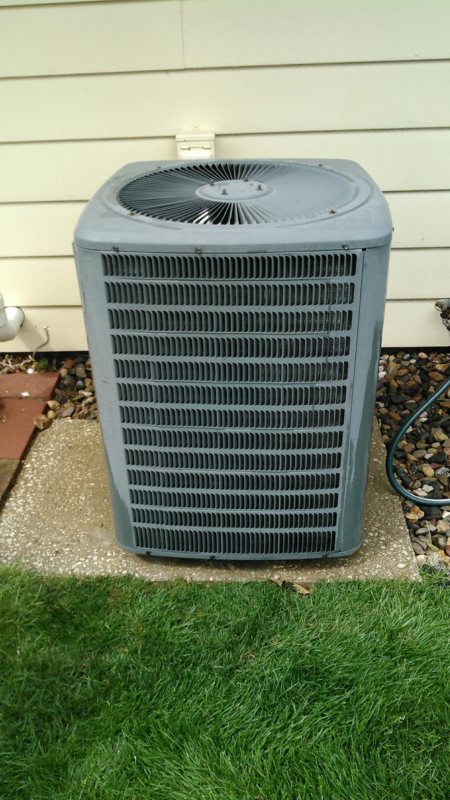 Lexington, IL - TUNE UP ON AMANA AIR CONDITIONER