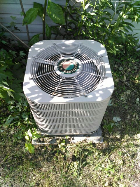 Champaign, IL - ANNUAL AC SERVICE TUNE UP ON A TAPPAN CONDENSER AND COIL.