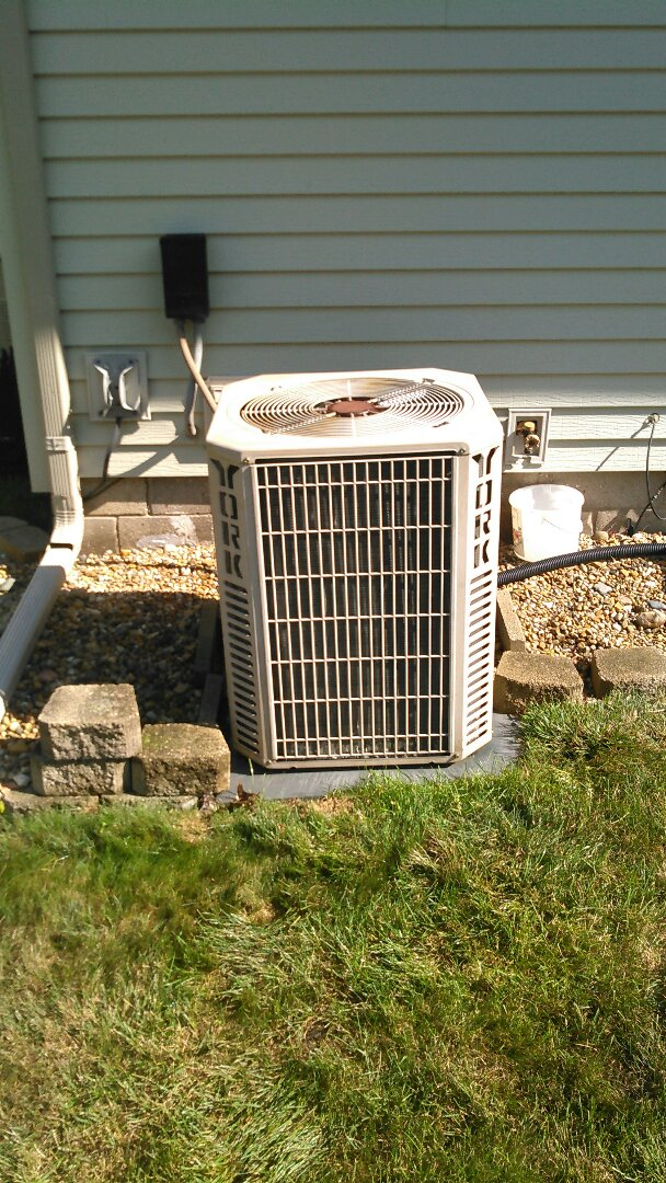 Heyworth, IL - TUNE UP ON YORK AIR CONDITIONER