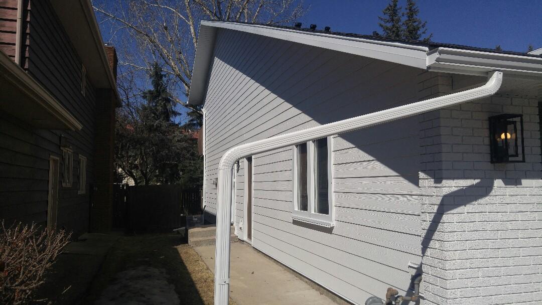 Calgary, AB - Canyon Meadows  James Hardie siding Arctic White