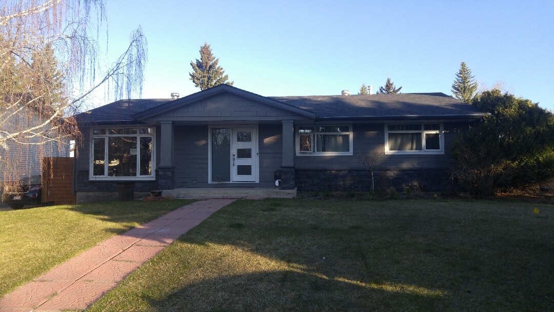 Calgary, AB - James Hardie lap siding and James Hardie straight shake in Aged Pewter. Windows trimmed with James Hardie NT3 Arctic White Done and looking fantastic