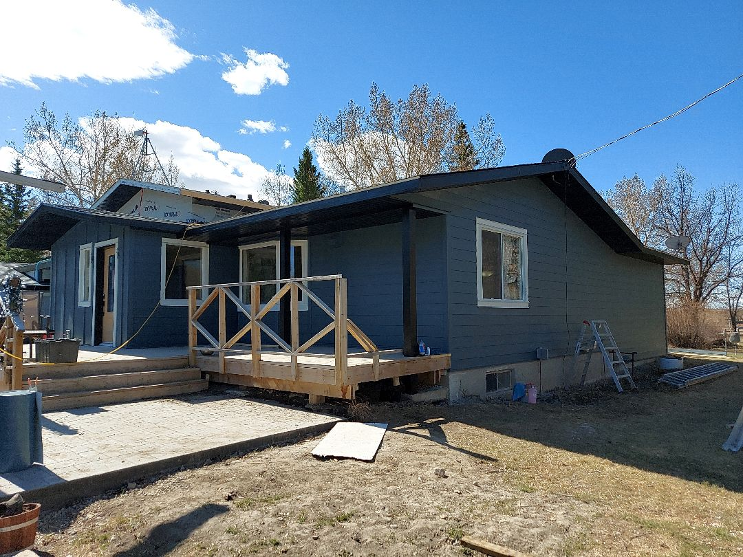 Balzac, AB - Another shot of the Evening Blue Hardie Siding with Arctic White NT3 window trim. We wrapped the columns in black metal and installed black soffit and fascia. A nice updated look!!