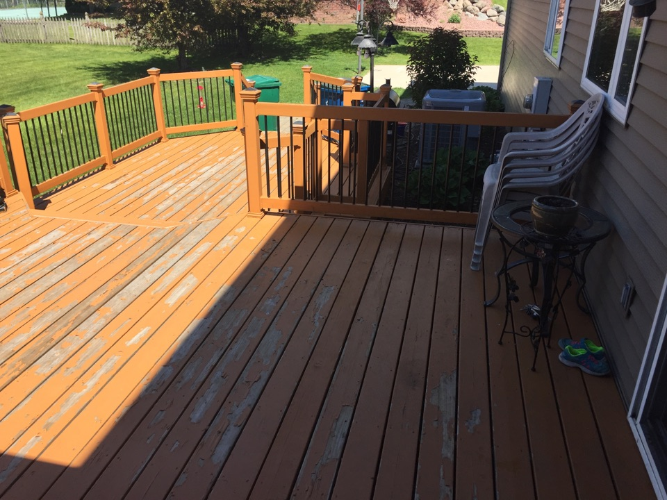 Minnetonka, MN - Solid color deck staining bud in Minnetonka MN.