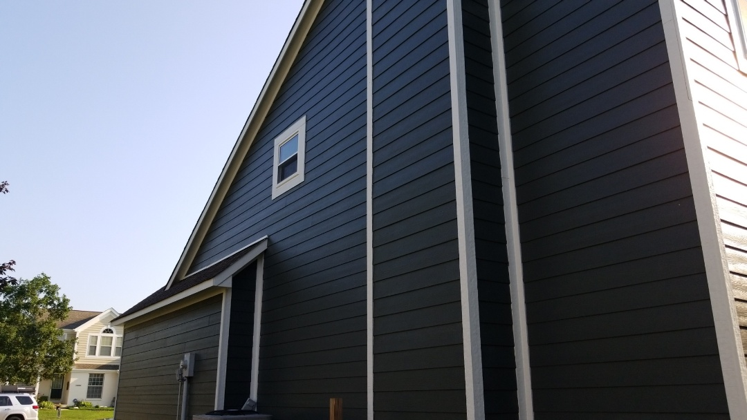 Fishers, IN - Exsisting vinyl needs to be replace. UHQ replaced vinyl siding with James Hardie Fiber Cement