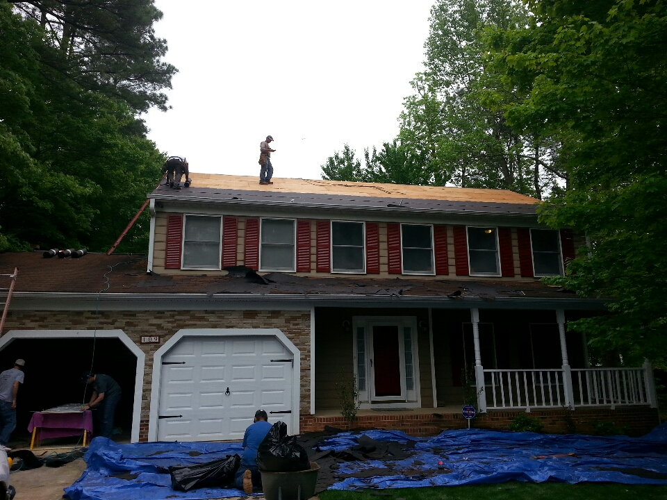 Cary, NC - installing new/replacing roof @ 109 Hilary place, Cary NC....Certainteed Landmark limited Lifetime Warranty on shingles. another Weathered Wood; most popular color choice in central NC.