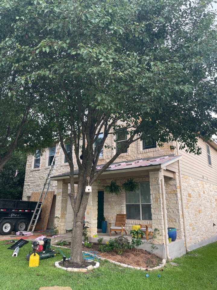 Cedar Park, TX - Hail storm roof damage.  Full insurance replacement after OnPoint Premier inspection.  Owens Corning Duration Driftwood.