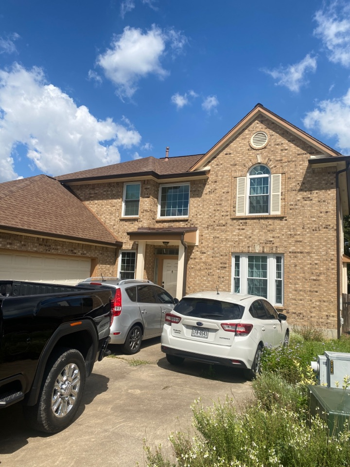Leander, TX - Working with customer to provide estimate for hail damage. Insurance will be paying for Owenscorning Shingles