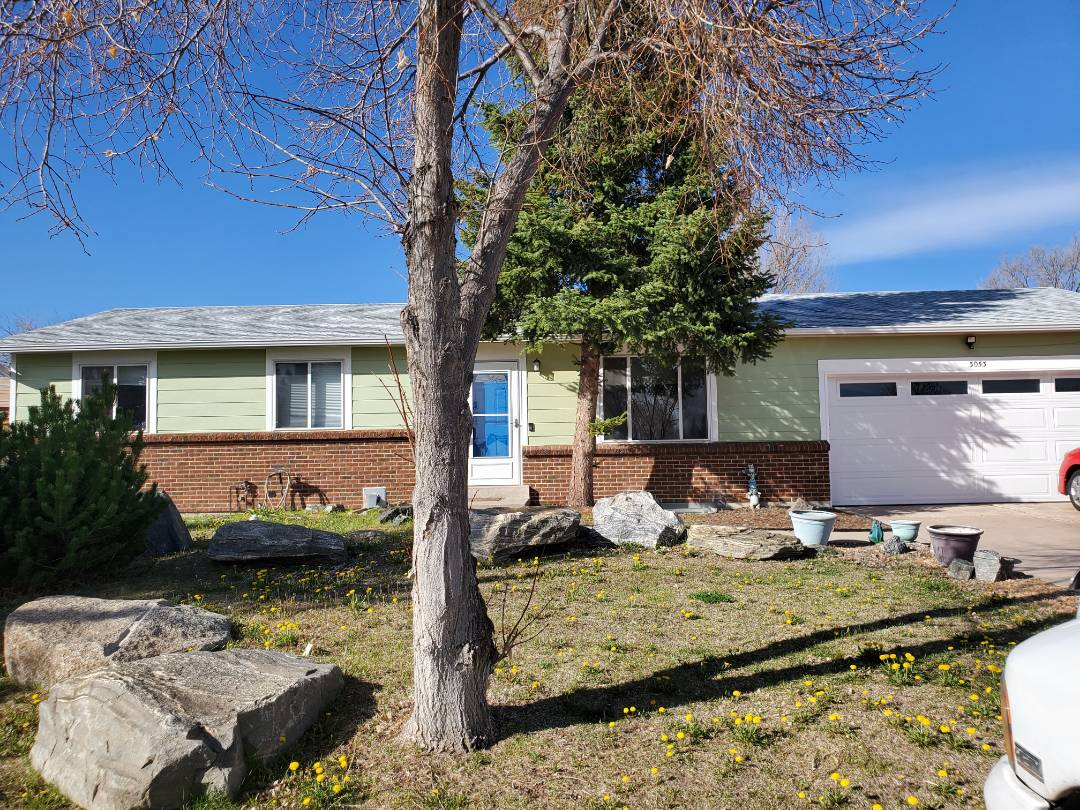 Aurora, CO - We are bidding a fascia installation project for this house that had roof and gutters installed without any fascia. It is causing a problem because of the bees getting inside the soffit.
