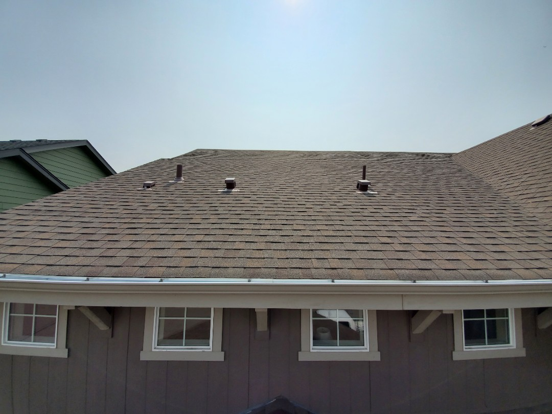Denver, CO - We are doing a roof inspection for this house that is going to be sold in North denver. The shingles are a little bit older but only has normal wear and tear with no hail damage.