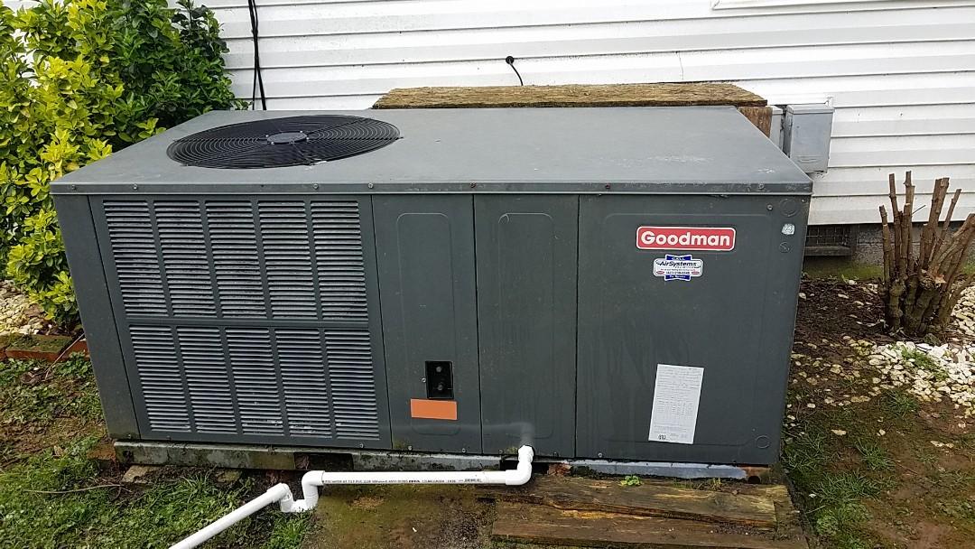 Cleveland, TN - Maintenance call.  Performed maintenance on Goodman heat pump