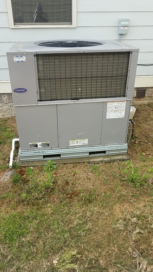 Ooltewah, TN - Service call. Performed maintenance on a Carrier gas package system.