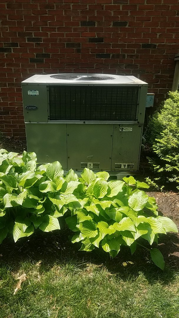 Cleveland, TN - Service call. Performed maintenance on Carrier Heat Pump system.