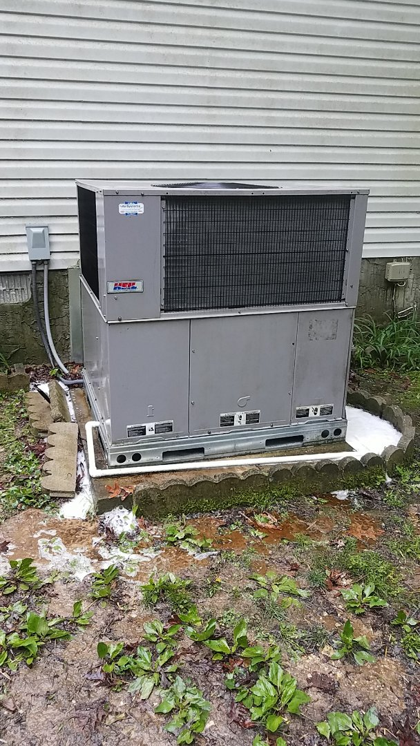 Soddy-Daisy, TN - Service call. Performed maintenance on a Heil package unit.