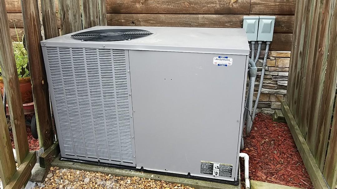 McDonald, TN - Maintenance call. Performed maintenance on Tempstar heat pump