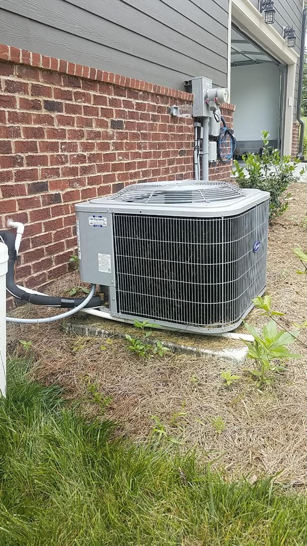 Signal Mountain, TN - Service call. Performed A/c repair on two Carrier systems.