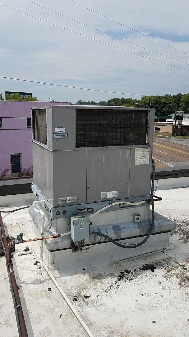 Cleveland, TN - Service call. Performed maintenance on a Tempstar gas package unit.