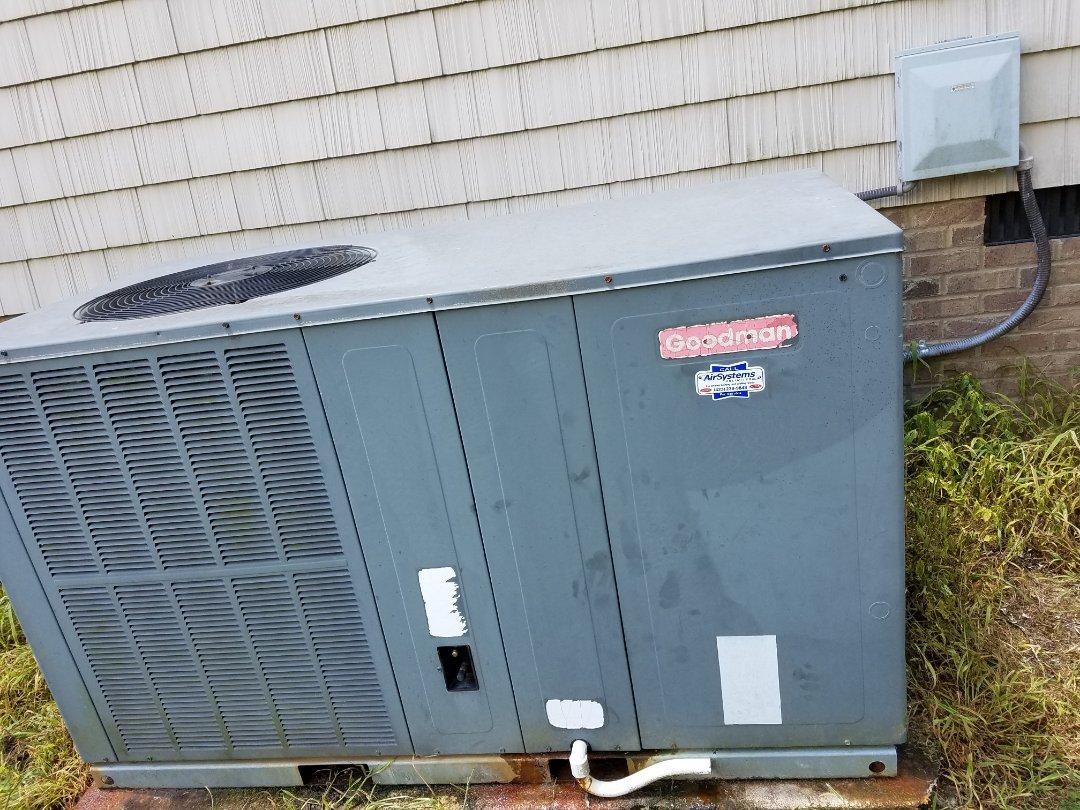 Ooltewah, TN - Service call. Performed repair on Goodman heat pump