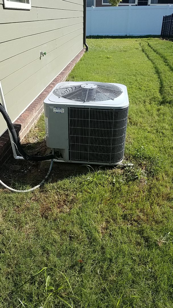 Ooltewah, TN - Service call. Performed A/c maintenance on a Carrier Heat Pump system.